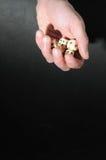 Το ένα άφησε το αρσενικό παιχνίδι χεριών χωρίζει σε τετράγωνα Στοκ φωτογραφία με δικαίωμα ελεύθερης χρήσης