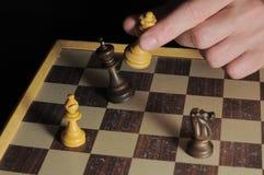 Το ένα άφησε το αρσενικό σκάκι παιχνιδιού χεριών Στοκ φωτογραφία με δικαίωμα ελεύθερης χρήσης