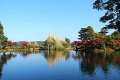 Το δέντρο και η λίμνη πεύκων στη γνώση το πάρκο Στοκ φωτογραφία με δικαίωμα ελεύθερης χρήσης