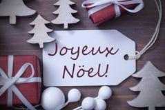 Το δέντρο Joyeux Noel δώρων ετικετών σημαίνει τη Χαρούμενα Χριστούγεννα Στοκ Εικόνες