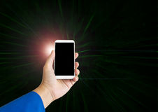Το έξυπνο τηλέφωνο λαβής χεριών ή moblie το τηλέφωνο στο σύγχρονο φως και το φακό καίγεται Στοκ φωτογραφία με δικαίωμα ελεύθερης χρήσης
