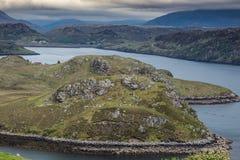 Το έδαφος tonque προεξέχει στη λίμνη Inchard, Σκωτία Στοκ εικόνα με δικαίωμα ελεύθερης χρήσης