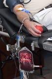 το αίμα δίνει την ιατρική με& Στοκ Φωτογραφίες