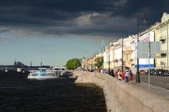 Το αγγλικό ανάχωμα στο ST Πετρούπολη Στοκ φωτογραφίες με δικαίωμα ελεύθερης χρήσης