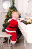 Το αγόρι έντυσε ως Άγιος Βασίλης στοκ εικόνες