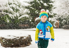 το αγόρι ανασκόπησης χαριτωμένο απομόνωσε λίγα πέρα από το λευκό πορτρέτου Στοκ εικόνα με δικαίωμα ελεύθερης χρήσης