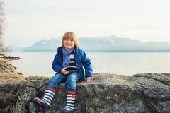το αγόρι ανασκόπησης χαριτωμένο απομόνωσε λίγα πέρα από το λευκό πορτρέτου Στοκ φωτογραφίες με δικαίωμα ελεύθερης χρήσης