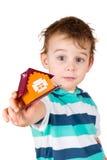 το αγόρι δίνει το παιχνίδι &sig στοκ φωτογραφία με δικαίωμα ελεύθερης χρήσης