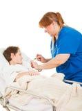 το αγόρι δίνει το πλάνο νοσοκόμων στοκ φωτογραφία