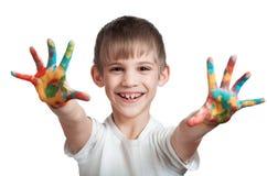 Το αγόρι εμφανίζει ευτυχώς μελάνι-λεκιασμένα χέρια Στοκ Εικόνες
