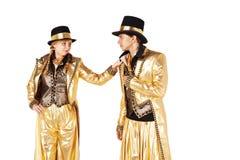 Το αγόρι και το κορίτσι στα ξυλοπόδαρα έντυσαν στο χρυσό Στοκ Εικόνα