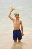 το αγόρι κολυμπά με αναπνευτήρα Στοκ εικόνα με δικαίωμα ελεύθερης χρήσης