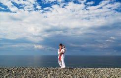 Το αγόρι που εκπαιδεύει στην παραλία Στοκ φωτογραφίες με δικαίωμα ελεύθερης χρήσης