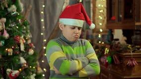 Το αγόρι στο πουλόβερ και το καπέλο Άγιου Βασίλη είναι και Δεν έχει κανένα δώρο Στα πλαίσια φιλμ μικρού μήκους