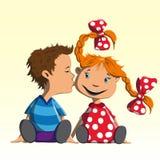 Το αγόρι φιλά το κορίτσι στο μάγουλο Στοκ Φωτογραφία