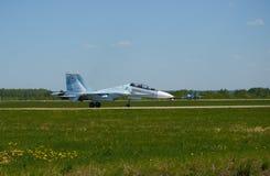 Το αεριωθούμενο αεροπλάνο είναι στο διάδρομο του αερολιμένα Kubinka, περιοχή της Μόσχας, της Ρωσίας, μπορεί 12, το 2018 Στοκ Εικόνα