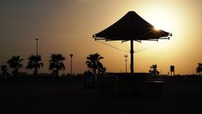 Το αεροπλάνο απογειώνεται στην αυγή Το αεροσκάφος απογειώνεται στο ηλιοβασίλεμα φιλμ μικρού μήκους