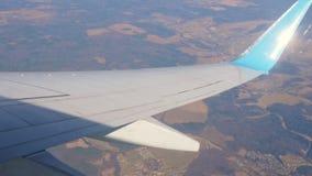 Το αεροπλάνο γυρίζει κατά την πτήση απόθεμα βίντεο