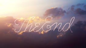 Το αεροπλάνο επισύρει την προσοχή τη λέξη το τέλος στον ουρανό απεικόνιση αποθεμάτων