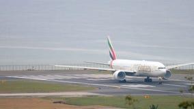 Το αεροπλάνο επιταχύνει πριν από την αναχώρηση φιλμ μικρού μήκους