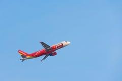 Το αεροπλάνο αερογραμμών αέρα VietJet απογειώνεται Στοκ εικόνα με δικαίωμα ελεύθερης χρήσης