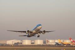 το αεροπλάνο από παίρνει Στοκ Φωτογραφία