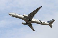 το αεροπλάνο από παίρνει Στοκ φωτογραφία με δικαίωμα ελεύθερης χρήσης