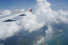 το αεροπλάνο όντας έχει αφαιρούμενο το εικόνα παράθυρο όψης Στοκ Εικόνες
