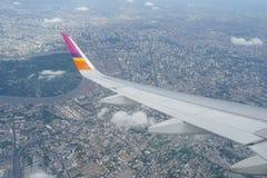 το αεροπλάνο όντας έχει αφαιρούμενο το εικόνα παράθυρο όψης Στοκ φωτογραφίες με δικαίωμα ελεύθερης χρήσης