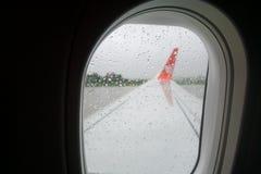 το αεροπλάνο όντας έχει αφαιρούμενο το εικόνα παράθυρο όψης Στοκ Φωτογραφία