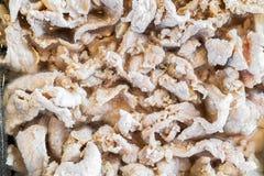 Το ακατέργαστο μαριναρισμένο χοιρινό κρέας στο πιάτο Στοκ εικόνες με δικαίωμα ελεύθερης χρήσης