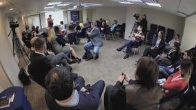 Το ακροατήριο ακούει τους ομιλητές στη αίθουσα συνδιαλέξεων φιλμ μικρού μήκους