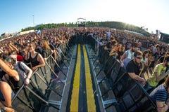 Το ακροατήριο σε μια συναυλία Download στο φεστιβάλ μουσικής βαρύ μετάλλου στοκ εικόνες