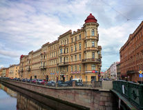 Το ανάχωμα ποταμών στην Αγία Πετρούπολη Στοκ φωτογραφία με δικαίωμα ελεύθερης χρήσης