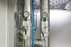 Το αναλογικό διαμέτρημα πίεσης στον κρύο σωλήνα νερού στο σύστημα όρου αέρα στοκ εικόνες με δικαίωμα ελεύθερης χρήσης