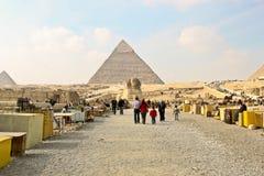 Το αναμνηστικό χρονοτριβεί κοντά σε Sphinx και τις πυραμίδες σε Giza. Στοκ εικόνες με δικαίωμα ελεύθερης χρήσης