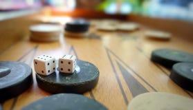 Το ανατολικό παραδοσιακό τάβλι παιχνιδιών στρατηγικής και χωρίζει σε τετράγωνα Στοκ Εικόνα