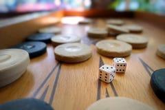 Το ανατολικό παραδοσιακό τάβλι παιχνιδιών στρατηγικής και χωρίζει σε τετράγωνα Στοκ Φωτογραφίες