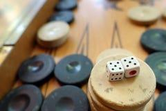 Το ανατολικό παραδοσιακό τάβλι παιχνιδιών στρατηγικής και χωρίζει σε τετράγωνα Στοκ Εικόνες