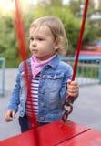 Το ανεπιτυχές μικρό κορίτσι στην παιδική χαρά Στοκ φωτογραφίες με δικαίωμα ελεύθερης χρήσης
