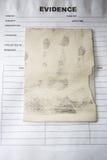 Το λανθάνον δακτυλικό αποτύπωμα κρατά από δικανικό στην τσάντα στοιχείων στο έγκλημα scc Στοκ Εικόνες