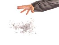 Το ανθρώπινο χέρι ρίχνει op φύλλων τα έγγραφα Στοκ φωτογραφία με δικαίωμα ελεύθερης χρήσης