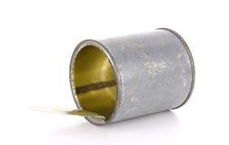Το ανοικτό δοχείο κασσίτερου σε ένα λευκό Στοκ Φωτογραφίες