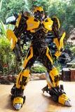Το αντίγραφο Bumblebee του αγάλματος ρομπότ από το μετασχηματιστή στο ναό Wat samarn Στοκ εικόνες με δικαίωμα ελεύθερης χρήσης
