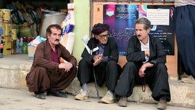 Το ανυψωμένο πάτωμα καταστημάτων μπορεί να είναι μια μεγάλη θέση για να συναντηθεί και να μιλήσει. Ιρακινό Κουρδιστάν, Ιράκ Στοκ φωτογραφία με δικαίωμα ελεύθερης χρήσης