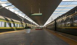 Το ανώτατο όριο σιδηροδρομικών σταθμών και η πανοραμική άποψη του τραίνου στοκ φωτογραφίες με δικαίωμα ελεύθερης χρήσης