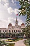 Το αποικιακό κτήριο αιθουσών πόλεων στη πόλη Χο Τσι Μινχ Saigon στοκ φωτογραφίες