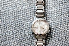 Το αποκορύφωμα Ελβετός έκανε το ρολόι με το σπασμένο γυαλί Στοκ Φωτογραφίες