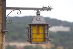 Το απομονωμένο φανάρι φωτίζει Κόστα Μπράβα Ο λαμπτήρας μετάλλων Στοκ φωτογραφία με δικαίωμα ελεύθερης χρήσης