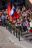 Το απόσπασμα φρουράς τιμής του φρουρίου Peter και Paul (μουσείο πόλεων) στο στρωμένο προαύλιο του φρουρίου Στοκ φωτογραφία με δικαίωμα ελεύθερης χρήσης